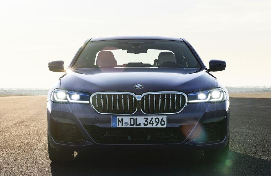BMW ha revelado que ofrecerá versiones totalmente eléctricas de sus series X1 y 5